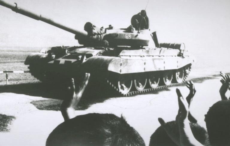 描述: http://upload.wikimedia.org/wikipedia/commons/2/29/T-62_withdraws_from_Afghanistan.JPEG
